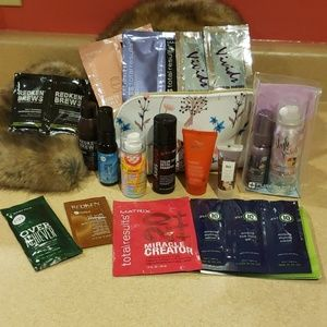 Lot of haircare samples. Make me an offer! 🤗